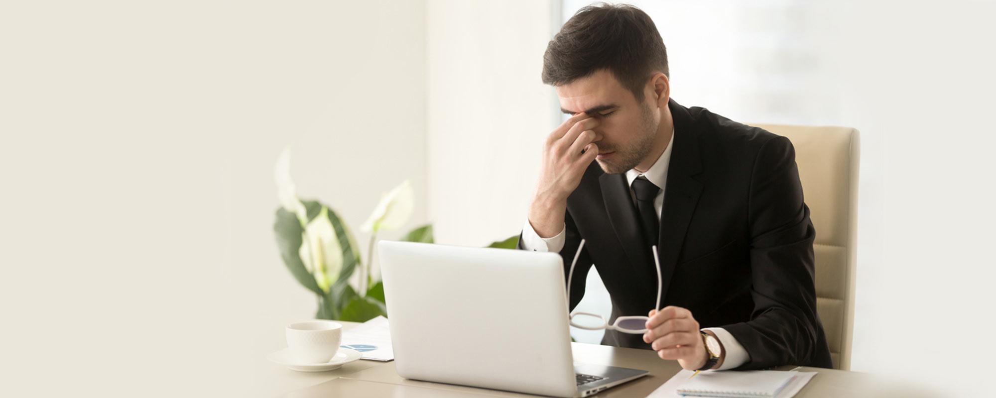 <span>Migrenę</span> spotyka się częściej niż